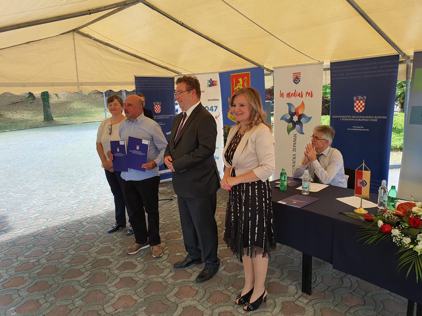 Potpisani ugovori s ministrom Pavićem